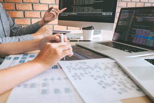 Cadrer des équipes, concevoir des systèmes, et délivrer des bénéfices